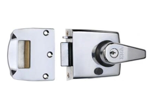 A double locking nightlatch